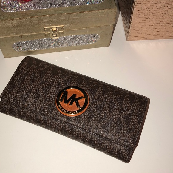 0f24c3bcf2aa45 Fulton Logo Carryall Wallet $32.00 TODAY ONLY. M_5ad5e7cb3afbbd6e4a8c78ac